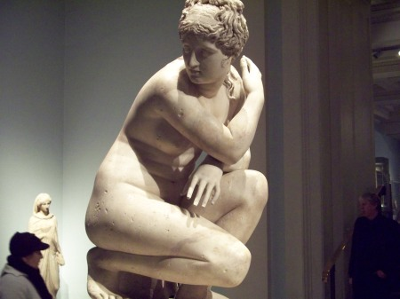 A statue of maybe Venus